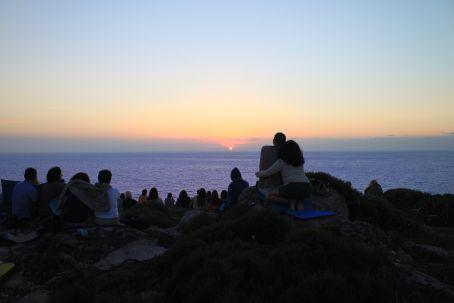 Meditazione sul tramonto in loc. Torre del Porticciolo (Alghero) – 9 luglio 2011